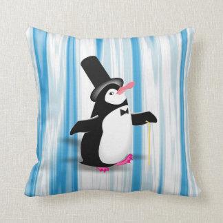 青いカーテンのチャーミングなペンギン クッション