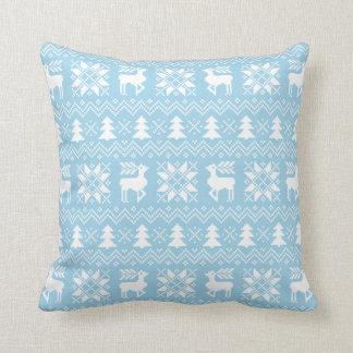 青いクリスマスのセーターのトナカイのポインセチアのデザイン クッション