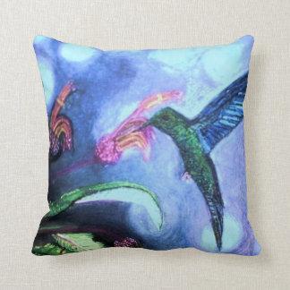 青いサファイアのぶんぶんいう鳥の枕 クッション