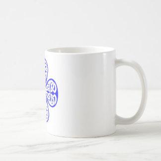青いシャムロックのケルト結び目模様 コーヒーマグカップ