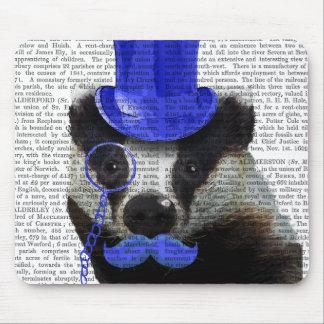 青いシルクハットおよび口ひげを持つアナグマ マウスパッド