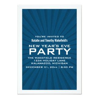 青いスターバストのストライプの新年のパーティーの招待 カード
