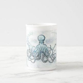 青いタコの骨灰磁器のマグの茶コーヒー海のビーチ ボーンチャイナカップ