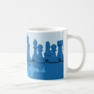 青いテーマのチェスのマグ コーヒーマグカップ