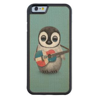 青いドミニカ共和国の旗のギターを演奏しているペンギン CarvedメープルiPhone 6バンパーケース