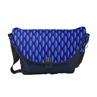 青いドラゴンはメッセンジャーバッグをはかりで測ました メッセンジャーバッグ
