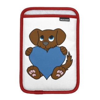 青いハートのバレンタインデーのブラウンの小犬 iPad MINIスリーブ