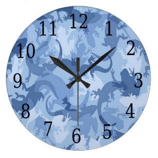 青いハ虫類のカムフラージュの円形の時計 壁時計