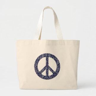 青いバンダナのピースサインのバッグ ラージトートバッグ