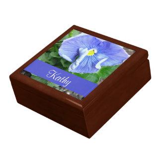 青いパンジーの花のギフト用の箱 ギフトボックス