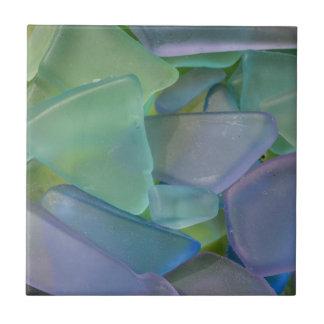 青いビーチガラス、アラスカの山 タイル