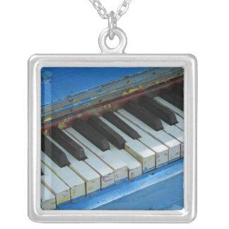青いピアノ シルバープレートネックレス