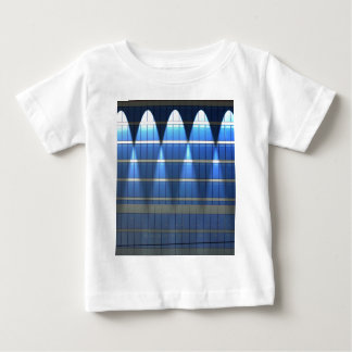 青いブロック2の上のLit ベビーTシャツ