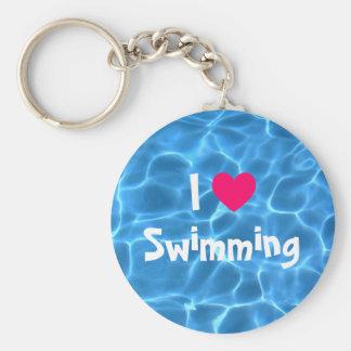 青いプールを泳ぐピンクI愛 キーホルダー