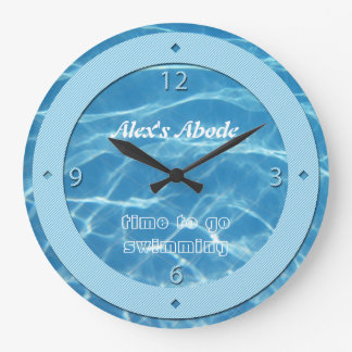 青いプール水スカイブルーのストライプのクールな水生水泳 ラージ壁時計