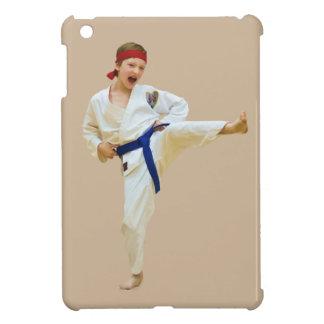 青いベルトを蹴る空手 iPad MINIケース