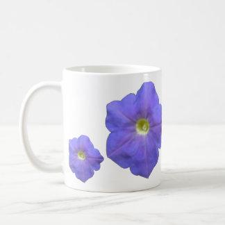 青いペチュニアのマグ コーヒーマグカップ