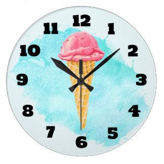 青いペンキの(ばちゃばちゃ)跳ねるが付いているアイスクリームコーン ラージ壁時計