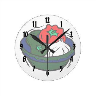青いボールのグラフィックの緑コショウのニンニク ラウンド壁時計