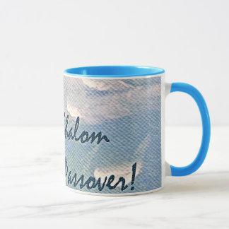青いマグの過ぎ越しの祝いの白い雲のShalom マグカップ