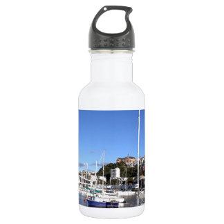 青いマリーナのボート ウォーターボトル