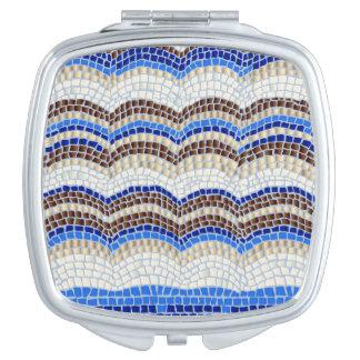 青いモザイク正方形のコンパクトの鏡