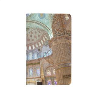 青いモスクのカラフルなインテリアの半球形の天井 ポケットジャーナル