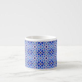 青いモロッコの幾何学的なパターン エスプレッソカップ