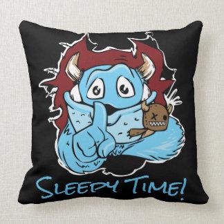 青いモンスターの眠い時間 クッション