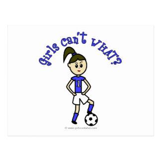 青いユニフォームの軽いレディースサッカー ポストカード