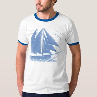青いヨットの航海のな船員 Tシャツ