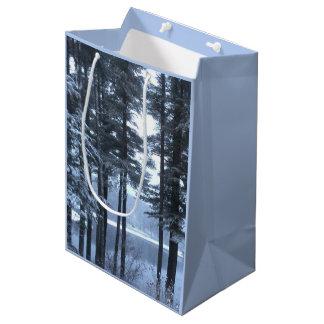青いライトのホワイトパイン --- ミディアムペーパーバッグ