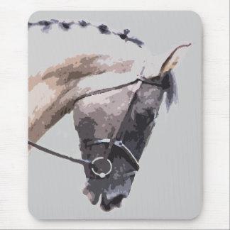 青いローンのまだら馬のペンキの馬 マウスパッド
