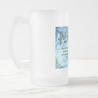 青いヴィンテージの郵便はがきの曇らされたガラスのマグ フロストグラスビールジョッキ