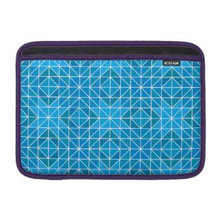青い三角形のモザイク MacBook スリーブ
