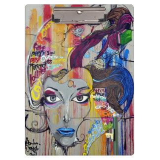 青い唇の落書きを持つ美しい女性 クリップボード