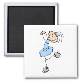 青い女の子のフィギュアスケート選手のTシャツおよびギフト マグネット