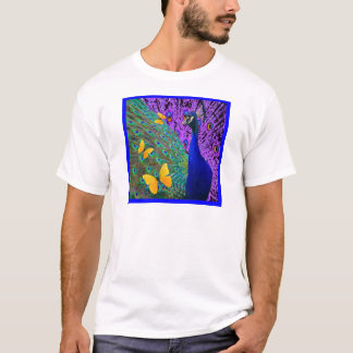 青い孔雀の黄色の蝶ファンタジーの芸術 Tシャツ