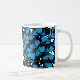 青い山のアゲハチョウ コーヒーマグカップ