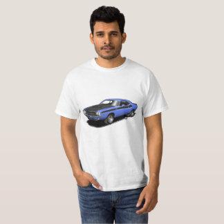 青い挑戦者クラシックな車のTシャツ Tシャツ