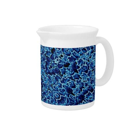 青い水差しの抽象的な陰 ピッチャー