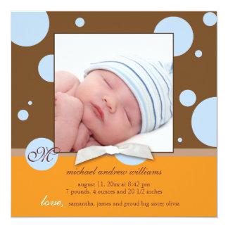 青い水玉模様のモノグラムの男の赤ちゃんの写真の誕生 カード