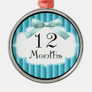 青い水玉模様のリボンのマイル標石12か月の メタルオーナメント