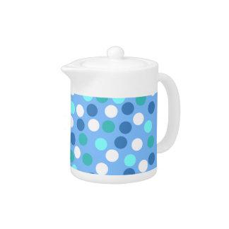 青い水玉模様の小さいティーポット