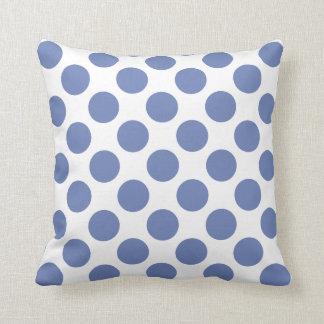 青い水玉模様の装飾用クッションとのカスタマイズ可能な白 クッション