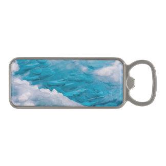 青い氷のクローズアップ マグネット栓抜き