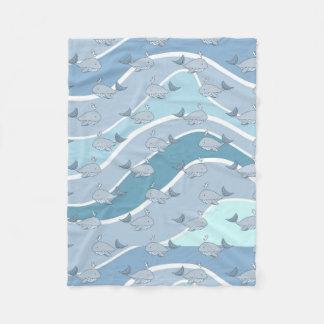 青い波、クジラの継ぎ目が無いパターン フリースブランケット