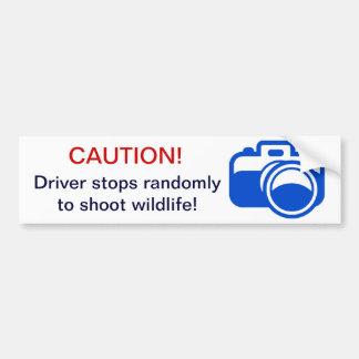 青い注意! 運転者はwildlを撃つために任意にストップ バンパーステッカー