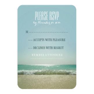 青い海が付いているモダンなビーチ結婚式RSVPカード カード
