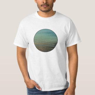 青い海の背景 Tシャツ